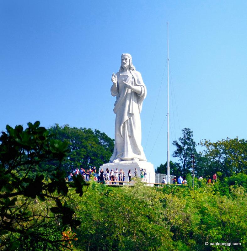 El Cristo de La Habana en Cuba