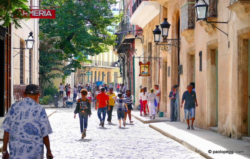 Calle Mecaderes,Armeria de Cuba, Old Havana, Cuba