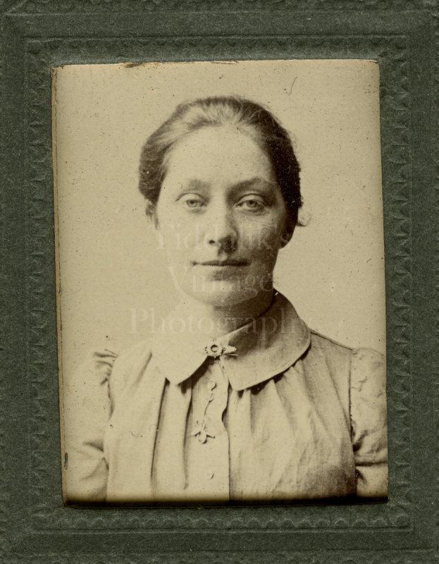 CDV Miniature Type Photo Edwardian Pretty Woman Portrait - Alfred Shepherd Southend-on-Sea, Essex