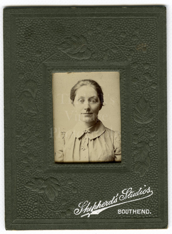 CDV Miniature Type Photo Edwardian Pretty Woman Portrait - Alfred Shepherd Southend-on-Sea, Essex