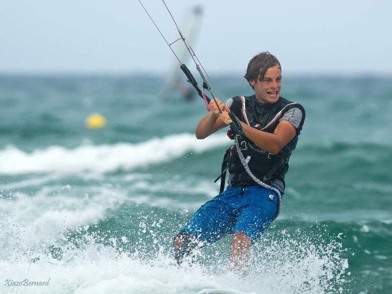 Kite surfer in Battle