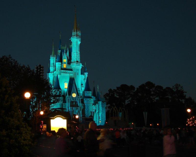 Cinderellas castle lights up