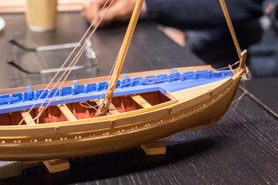 Modellen er bygget i poppel og pil. Knut har jo et godt tilfang av ymse trematerialer og er ikke redd for å bruke dem!