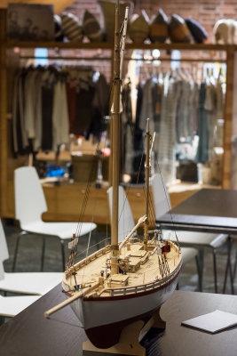 Modellen er straks klar for montering av seil.