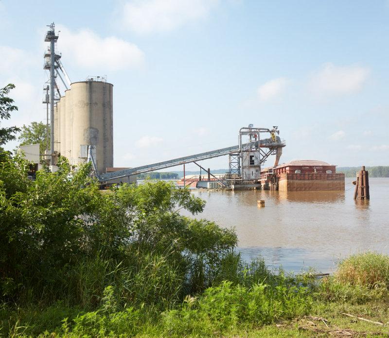 Loading Grain at Savanna