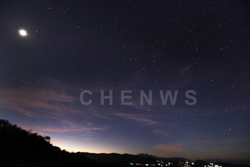 Moon and stars Lao Ying Zhui