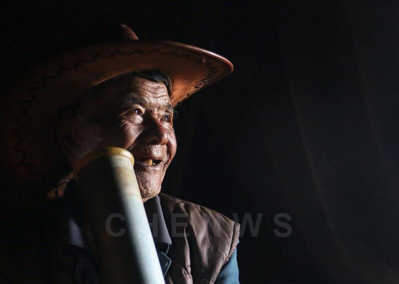 Old man, Qingkou village