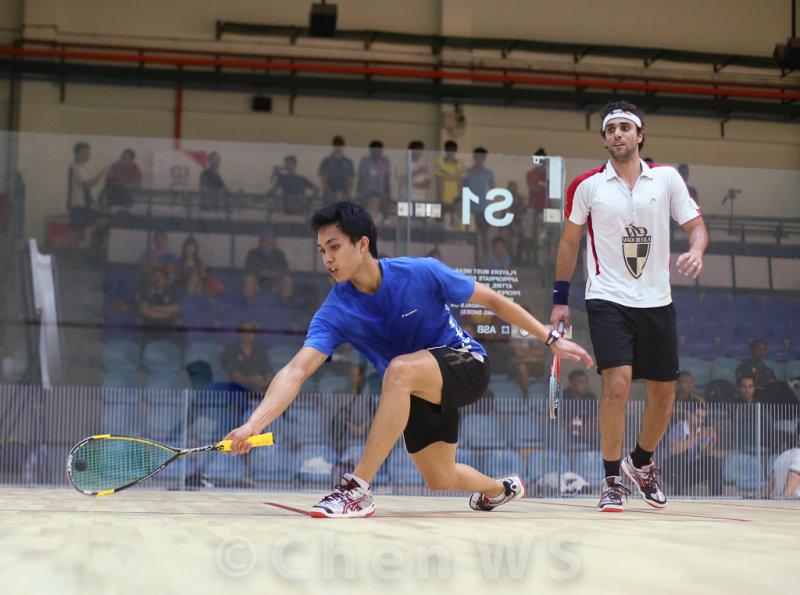 Karim Darwish (Egypt) v Ivan Yuen (Malaysia) blue/black