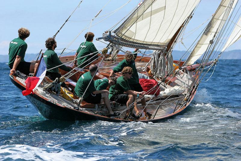 29 Douarnenez 2006 - Jeudi 27 juillet - Pen Duick 1er voilier mythique dEric Tabarly