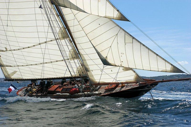 6 Douarnenez 2006 - Jeudi 27 juillet - Pen Duick 1er voilier mythique dEric Tabarly