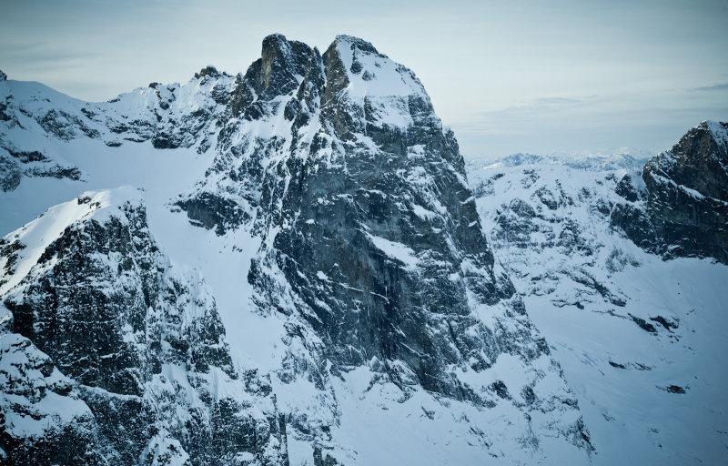 Southeast Mox Peak & Lemolo Mox From The Southeast <br> (MoxPks_112612_028-2.jpg)