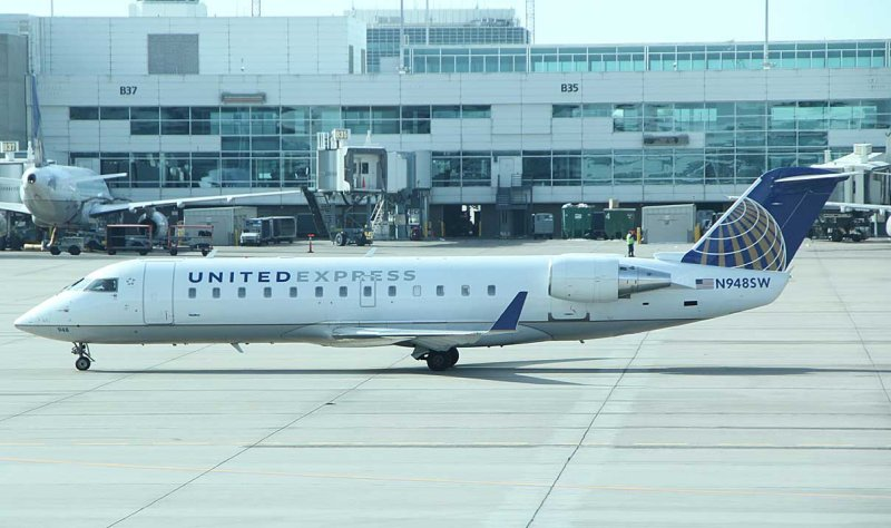 United CRJ-200 at DEN