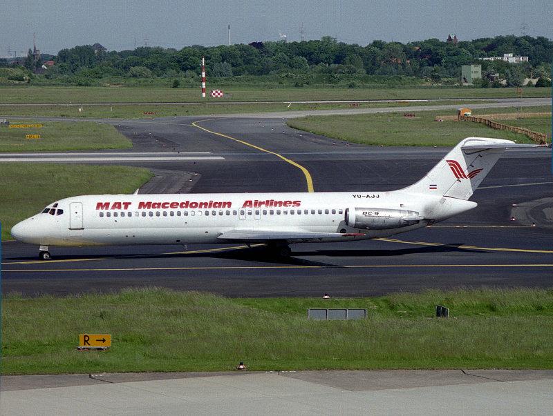 DC9-30  YU-AJJ