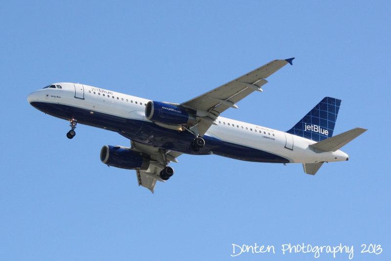 Airbus A320 (N556JB) Betty Blue