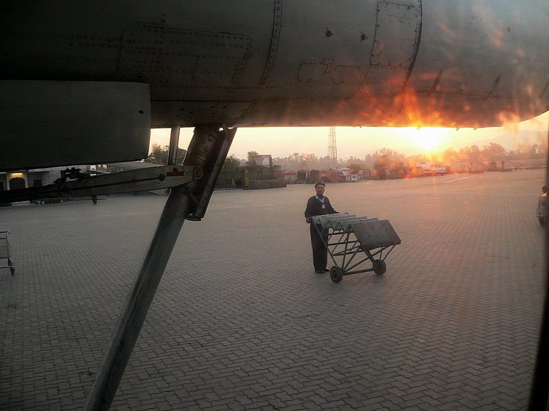 The stairs being pushed towards the aircraft - 019.jpg