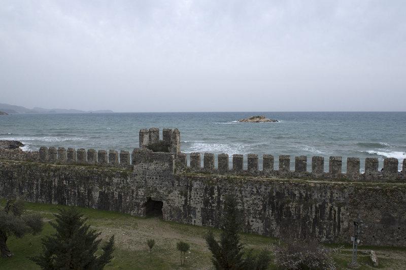 Anamur Castle March 2013 8601.jpg