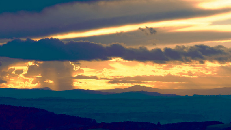 Skirrid, Sugar Loaf and end of Black Mountains