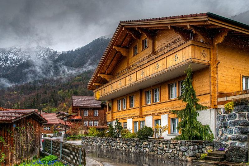 Big house in the rain, Brienz