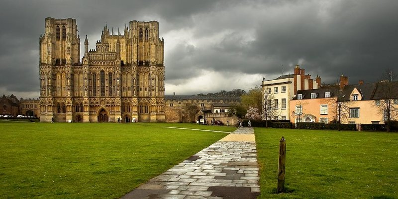 Path and cathedral, Wells