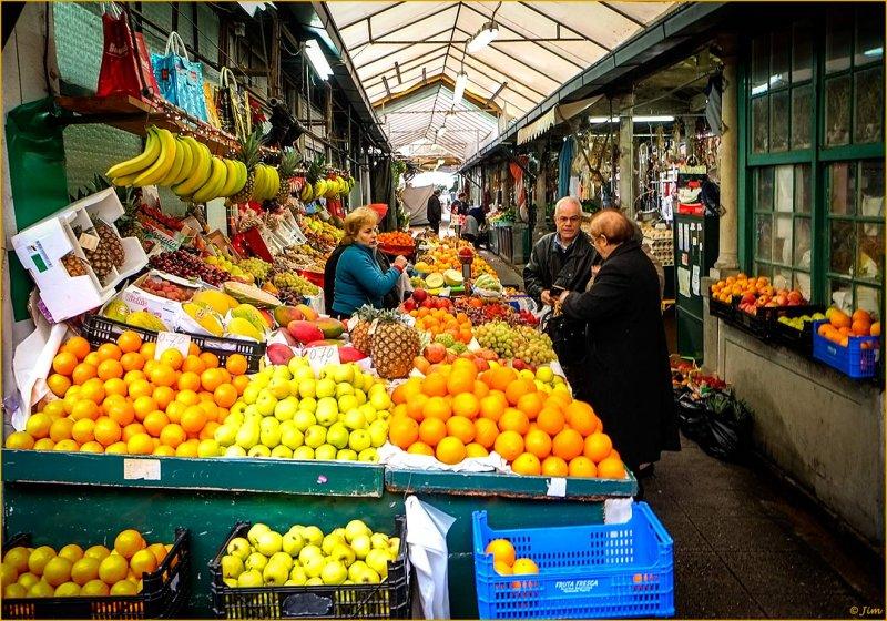 Mercado Bolhao Vendor