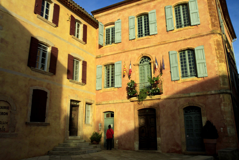 la mairie de Roussillon