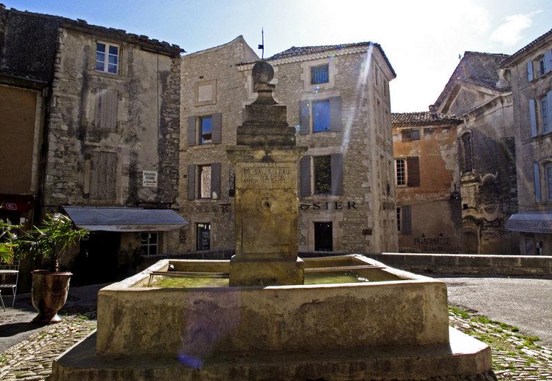 une fontaine à Gordes