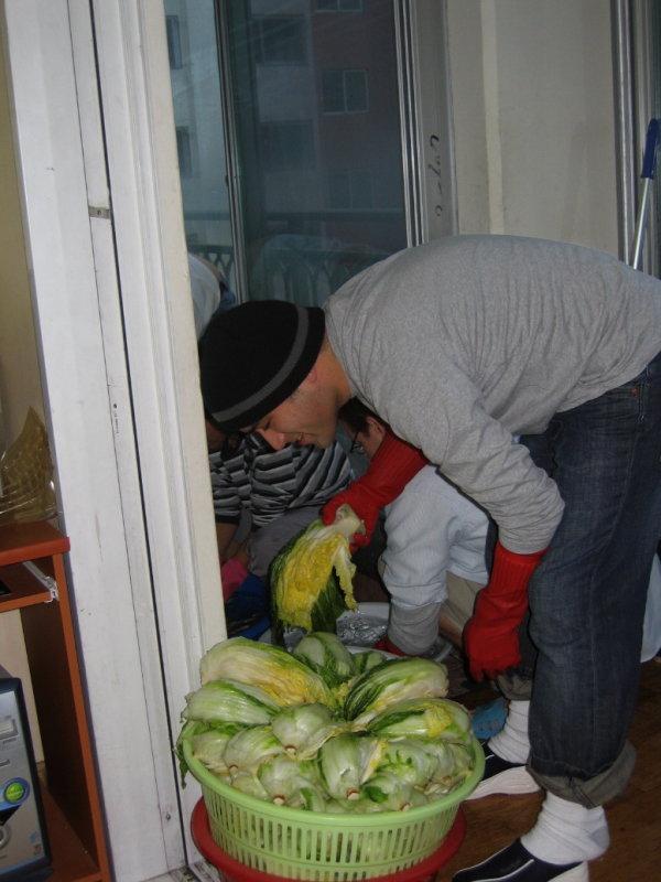 2Making Kimchi at Yuns Dec10th 2005 018.jpg