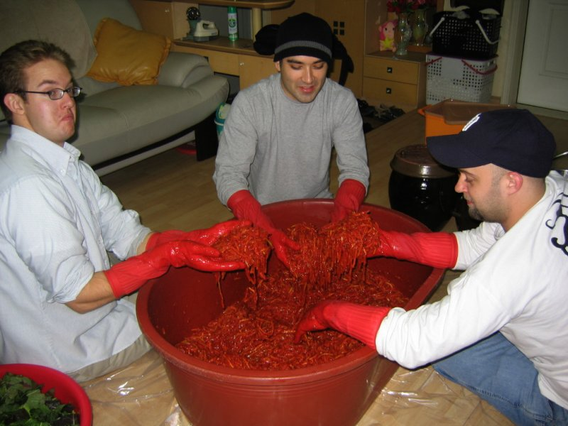 3Making Kimchi at Yuns Dec10th 2005 022.jpg