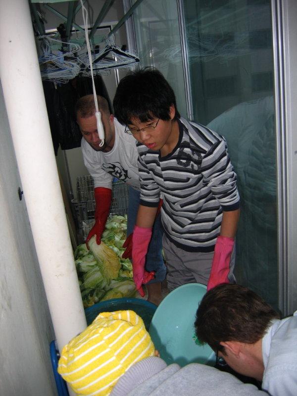 Making Kimchi at Yuns Dec10th 2005 009.jpg
