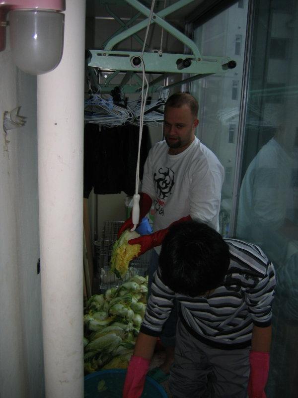 Making Kimchi at Yuns Dec10th 2005 010.jpg