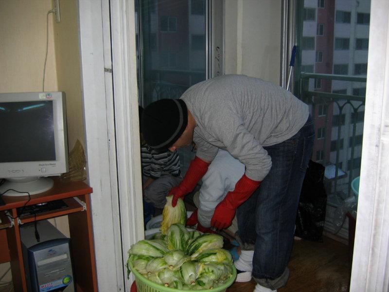 Making Kimchi at Yuns Dec10th 2005 017.jpg