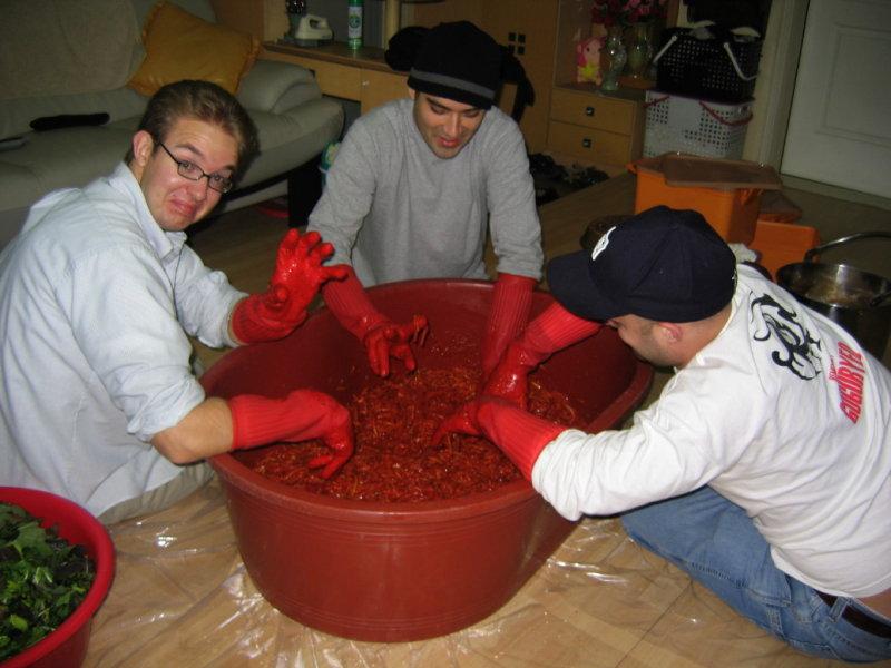 Making Kimchi at Yuns Dec10th 2005 021.jpg