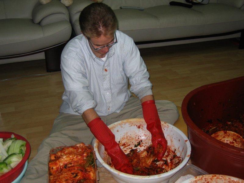 Making Kimchi at Yuns Dec10th 2005 026.jpg