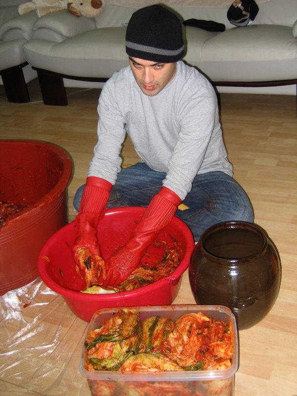 Making Kimchi at Yuns Dec10th 2005 028.jpg