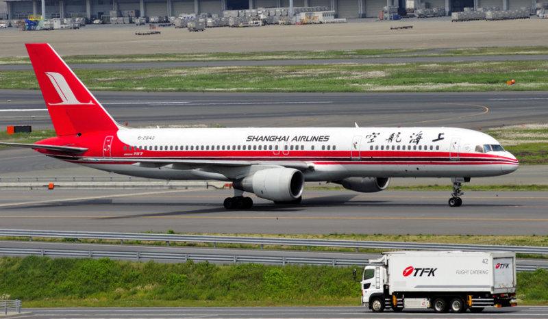 Shangai Airlines B-757