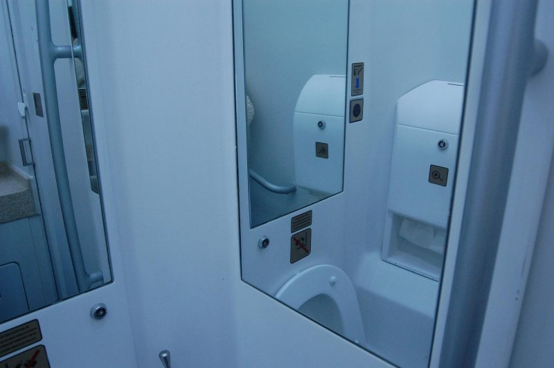 toilet in a train car (tualet v poezde)
