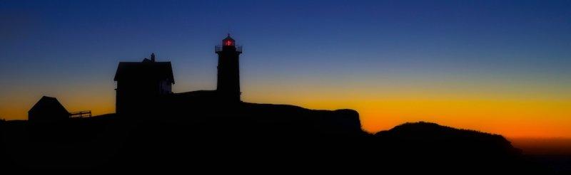 Nubble light just before sunrise