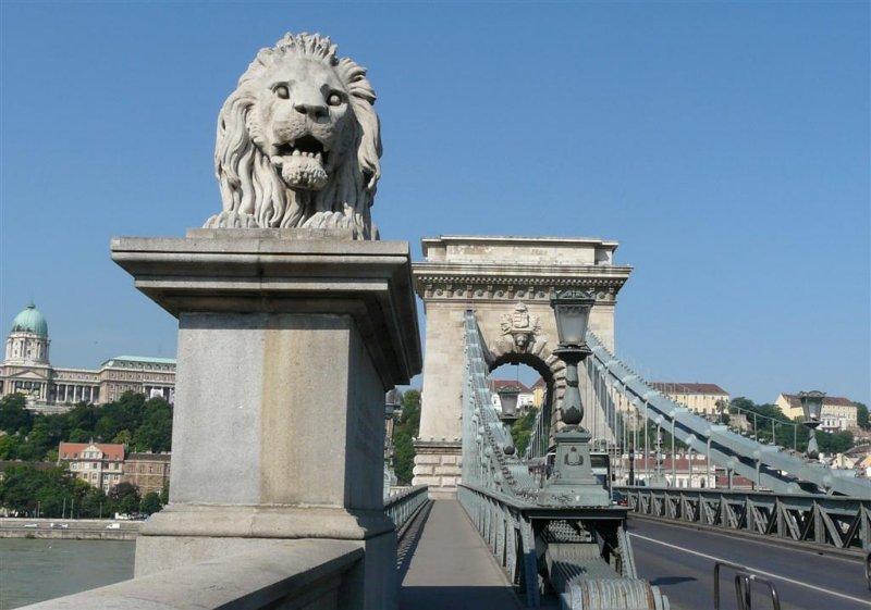 381 Szechenyi lanchid (Chain Bridge).jpg