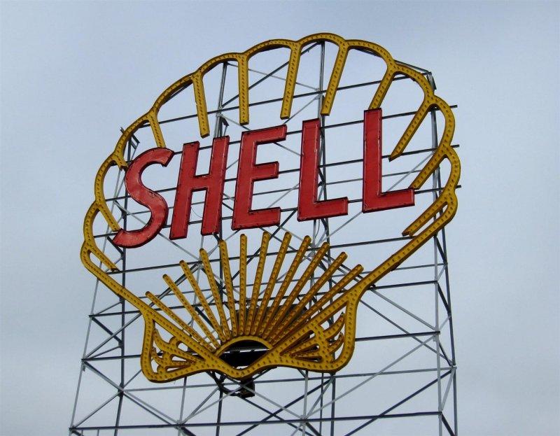 688 Shell Sign.jpg