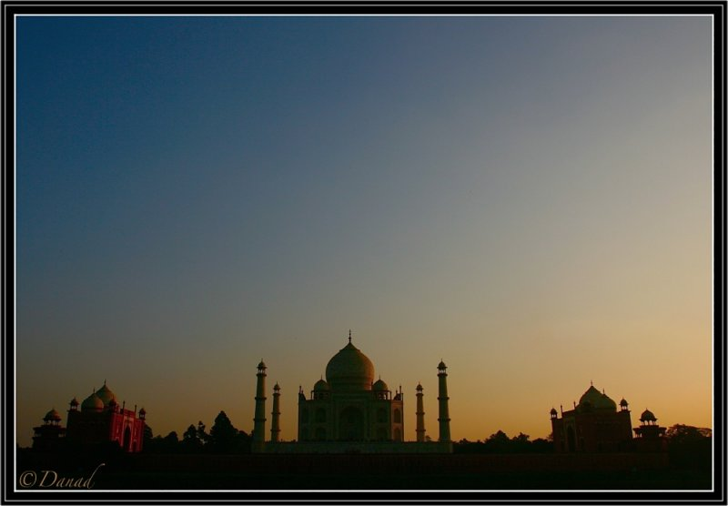 Dusk on Taj Mahal.