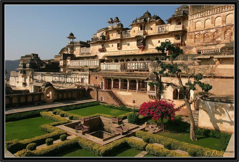 Bundi : Palace and Chitra Shala Pavilion.