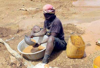 Gold mining child at Kassola, near Tiébélé, Centre-Sud Region, Burkina Faso