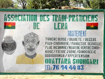 Affiche publicitaire du devin et guérisseur Ouattara Soungari à Lera (peuple Senoufo), Burkina Faso