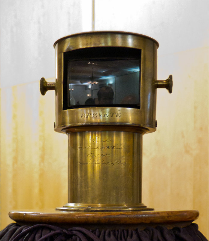 Chevalier Camera Obscura Lens P1060441.jpg