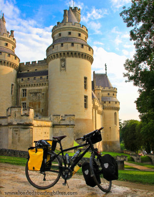 419    Karel touring France - Cannondale Street Vintange touring bike