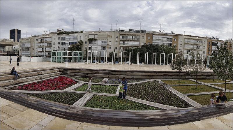 Panorama of Habima Garden.jpg