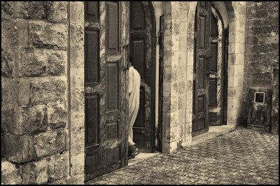 Entrance to Mosque in Jaffa.jpg