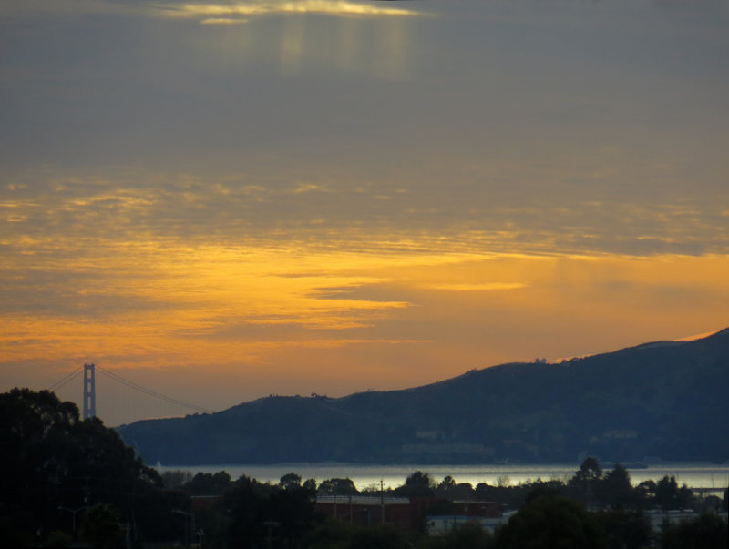 Sunset. Golden Gate Bridge. Day 393mm-equiv, iso200. Superfine compression. 0258