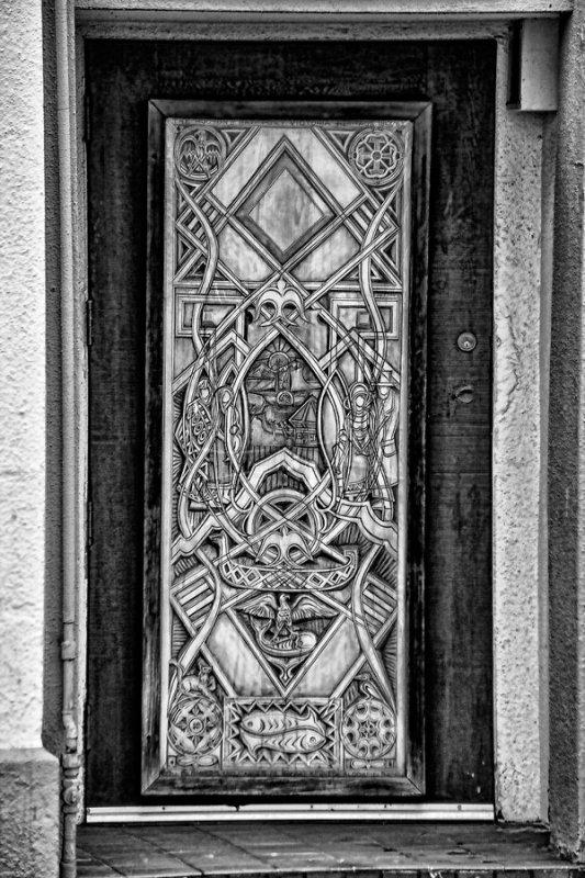 Doorway-in-Victoria-BC-BW.jpg