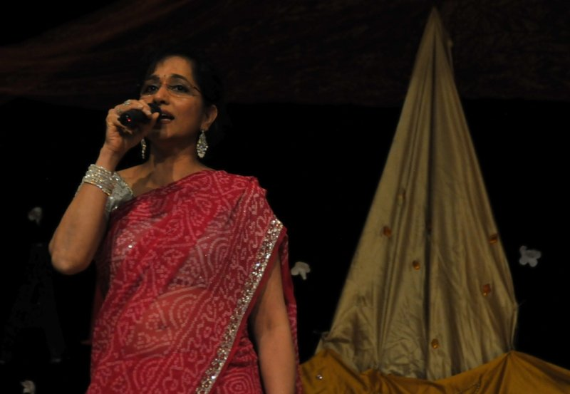 Singer at Indian Night _DSC7660.jpg